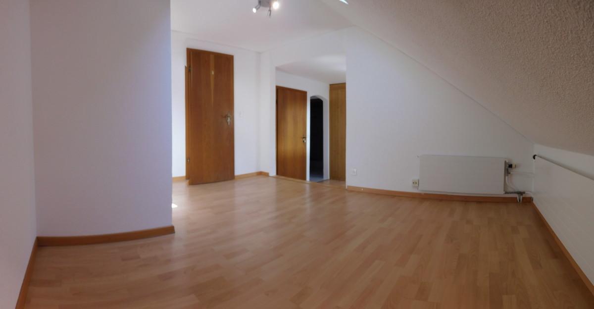 altst tten 2 1 2 zimmer dachwohnung zu vermieten. Black Bedroom Furniture Sets. Home Design Ideas